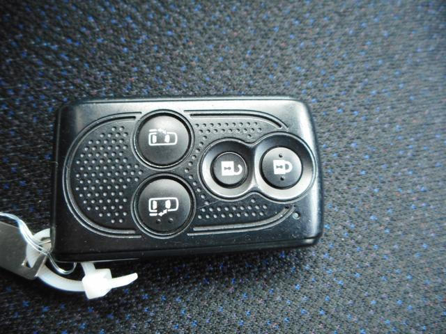 ★便利なスマートキー付きです★そっと触れたり、近づいたりするだけで開錠するタイプもありますので実際の展示車にてご確認をお願い致します!★