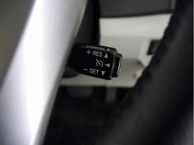 ■クルーズコントロールスイッチ。 アクセルペダルを踏み続けることなくセットした一定速度を維持する機能です☆