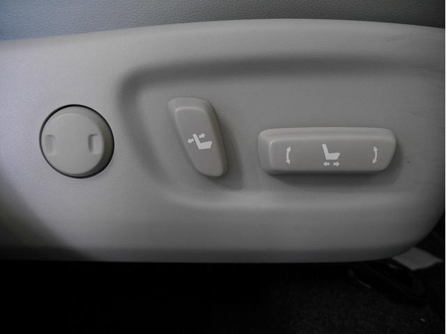 ■パワーシート(スイッチを押すだけでラクラクと、シートの位置を設定できます)