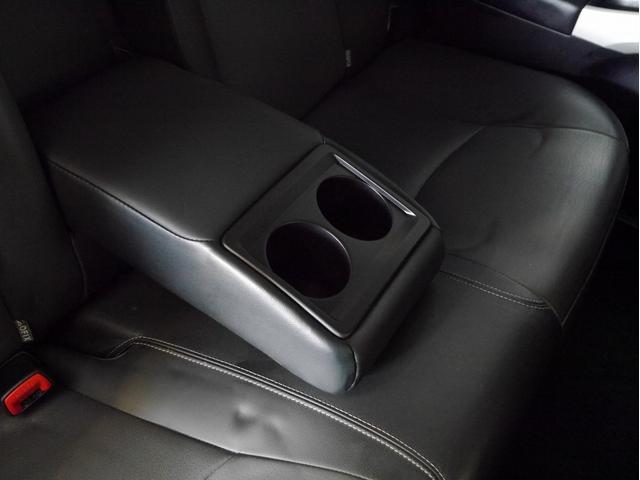 ■後部座席用ドリンクホルダー