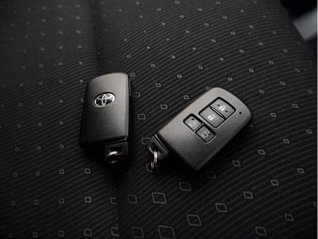 ■スマートキー(カバンなどからキーを出さなくてもエンジンをかけることができます)