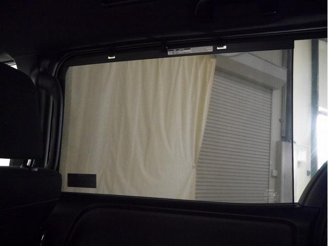 ■ロールサンシェード(窓からの日射しが眩しいときに便利です)