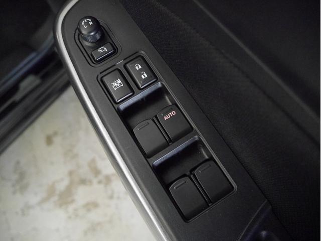 XGリミテッド 衝突被害軽減ブレーキ LEDヘッドライト 運転席シートヒーター アダプティブクルーズコントロール レザーハンドル スマートキー(29枚目)