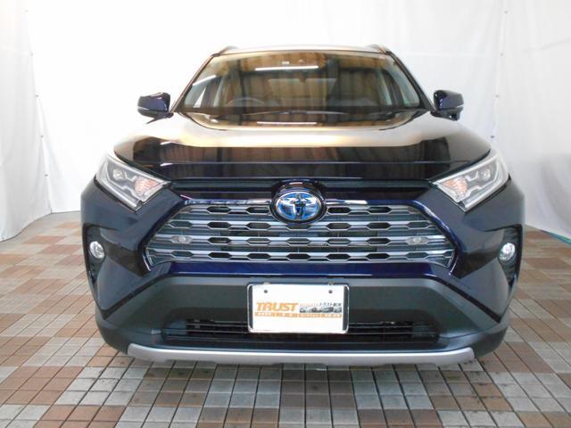 ハイブリッドG 4WD サンルーフ レザーシート 寒冷地仕様 パワーバックドア LEDヘッド フルセグ DVD再生 ブラインドモニター セーフティセンス ビルトインETC スマートキー2個 走行2千km台(3枚目)
