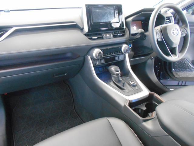 ハイブリッドG 4WD サンルーフ レザーシート 寒冷地仕様 パワーバックドア LEDヘッド フルセグ DVD再生 ブラインドモニター セーフティセンス ビルトインETC スマートキー2個 走行2千km台(8枚目)