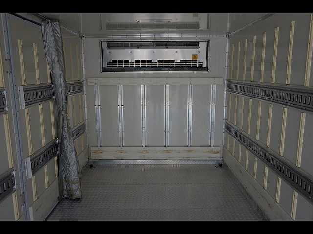 2.55t 標準ベッド付 低温冷凍車 格納PG(8枚目)