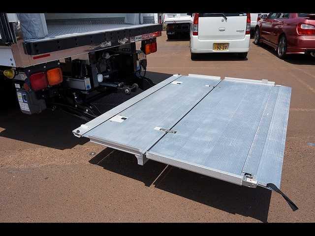 2.55t 標準ベッド付 低温冷凍車 格納PG(9枚目)