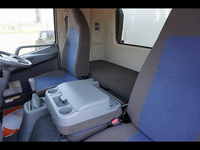2.55t 標準ベッド付 低温冷凍車 格納PG(13枚目)
