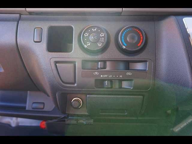 トヨタ レジアスエースバン DX 4WD 3人乗り 5ドア