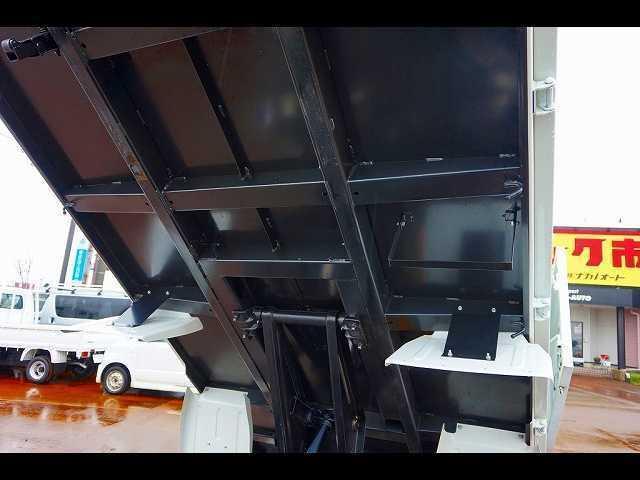 1.85t 全低床 深ダンプ 新免許対応車(18枚目)