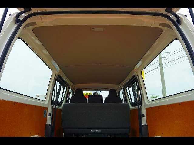 トヨタ レジアスエースバン DX 1t 4WD 3/6人乗り 5ドア