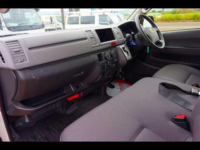 トヨタ レジアスエースバン DX GLパッケージ 4WD 6人乗り 4ドア