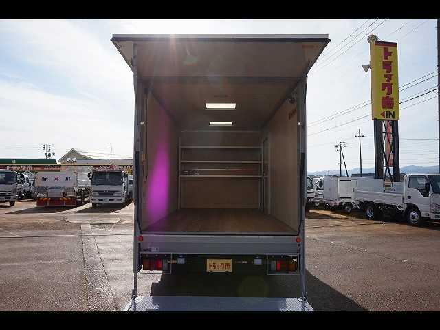 荷台内寸:454×209×202 日本フルハーフ/DLK R垂直PG/上部跳ね上げ式  荷室LED灯2個/作業灯1個/天井光窓2個  荷室F棚取付(ボルト止め)/ヒーター100V電源
