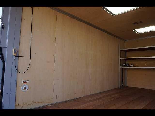 荷台内寸:454×209×202 日本フルハーフ/DLK R垂直PG/上部跳ね上げ式 右サイドドア 荷室LED灯2個/作業灯1個/天井光窓2個  荷室F棚取付(ボルト止め)/ヒーター100V電源