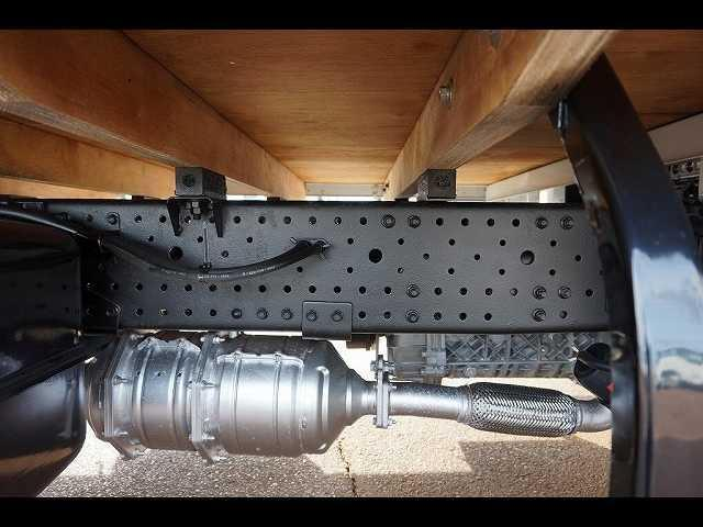 燃料タンク100L 左シャシ中央工具箱