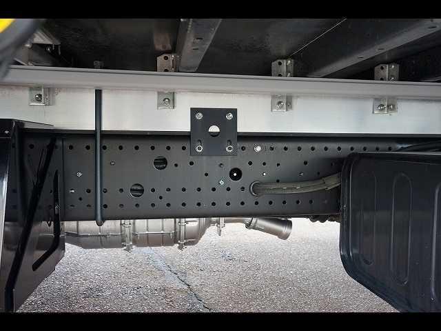 2.6t ワイドベッド付 ウイング PG/1,000kg付 リモコン付 R上部跳ね上げ式 セイコーラック 床フック5対 ラッシング2段 6速MT 電格ミラー キーレス バックモニター エアサスシート(10枚目)