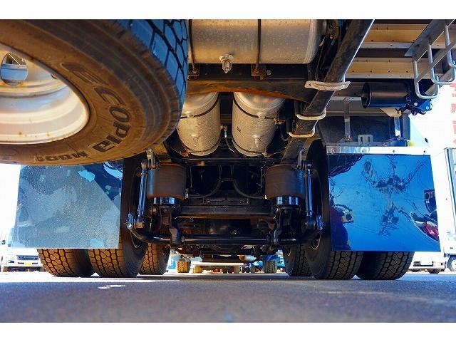 燃料タンク300L 右シャシ中央ステンレス工具箱 左右シャシR4連タイヤチェーンフック