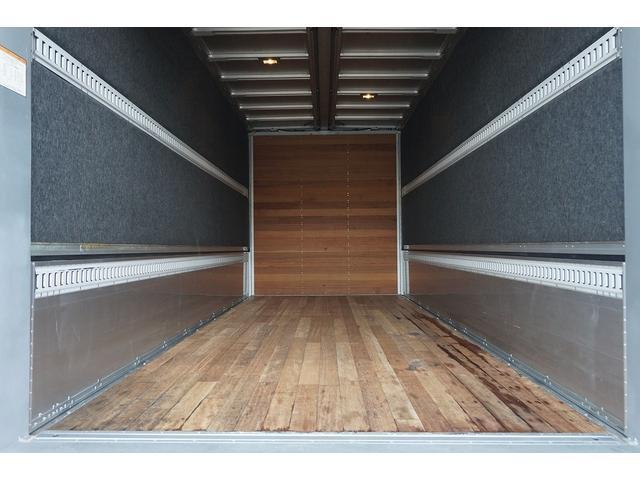 4.5t 増トン ワイドベッド付 ウイング Rエアサス R観音扉/格納ゲート1,000kg付 リモコン付 床フック6対 ラッシング2段 セイコーラック 荷室左右パネルカーペット張り 6MT(27枚目)