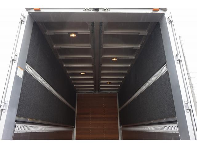 4.5t 増トン ワイドベッド付 ウイング Rエアサス R観音扉/格納ゲート1,000kg付 リモコン付 床フック6対 ラッシング2段 セイコーラック 荷室左右パネルカーペット張り 6MT(29枚目)