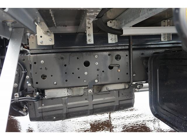 4.5t 増トン ワイドベッド付 ウイング Rエアサス R観音扉/格納ゲート1,000kg付 リモコン付 床フック6対 ラッシング2段 セイコーラック 荷室左右パネルカーペット張り 6MT(50枚目)