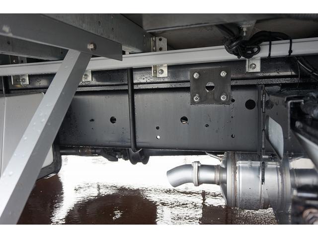 4.5t 増トン ワイドベッド付 ウイング Rエアサス R観音扉/格納ゲート1,000kg付 リモコン付 床フック6対 ラッシング2段 セイコーラック 荷室左右パネルカーペット張り 6MT(51枚目)