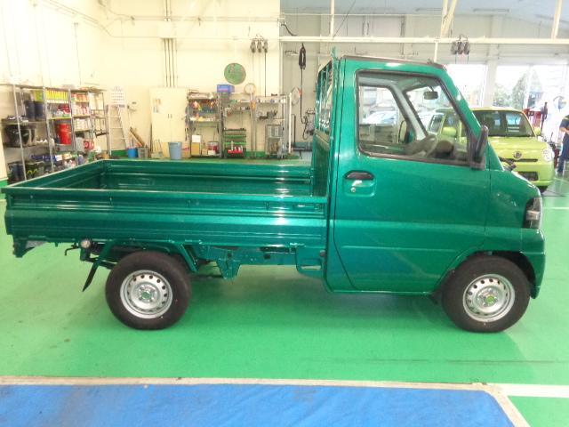 三菱 ミニキャブトラック 届出済未使用車 4WD 5MT カスタムペイント エアコン