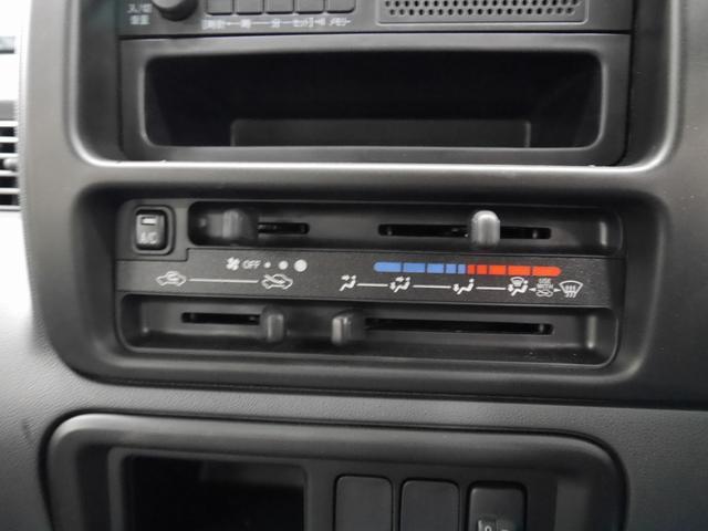 ダイハツ ハイゼットカーゴ デッキバン 4WD 届出済未使用車 5速マニュアル