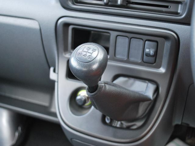 オープンデッキ 4WD 5速マニュアル ワンオーナー車(9枚目)