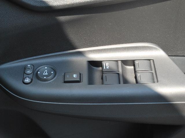 13G・Fパッケージ 4WD 社外メモリーナビTV(13枚目)