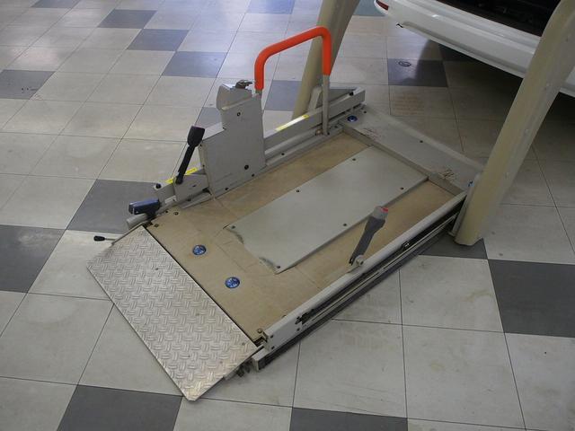 車いす一基 オートステップ Wエアコン クルコン リフター(6枚目)