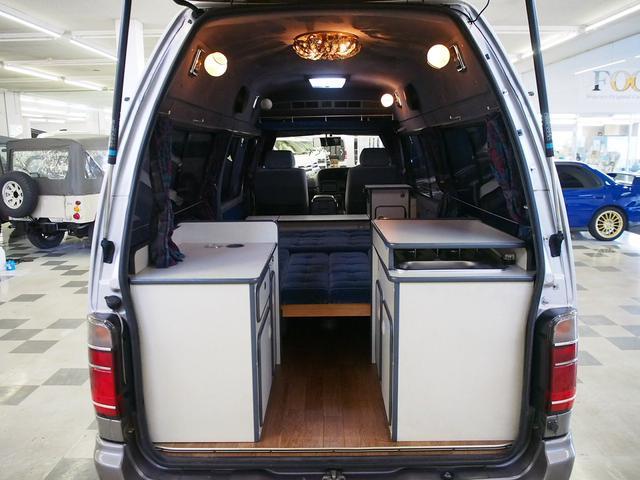 Sロングハイルーフ オリジナルキャンパー 3.0DT 4WD 8ナンバー 社外SDナビ 地デジ バックカメラ シンク 給排水10Lポリタンク 走行充電 サブバッテリー コンロ Rクーラー Rヒーター(4枚目)