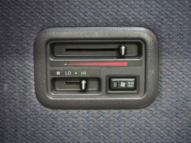 Sロングハイルーフ オリジナルキャンパー 3.0DT 4WD 8ナンバー 社外SDナビ 地デジ バックカメラ シンク 給排水10Lポリタンク 走行充電 サブバッテリー コンロ Rクーラー Rヒーター(10枚目)