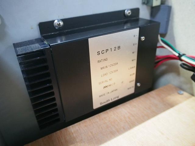 Sロングハイルーフ オリジナルキャンパー 3.0DT 4WD 8ナンバー 社外SDナビ 地デジ バックカメラ シンク 給排水10Lポリタンク 走行充電 サブバッテリー コンロ Rクーラー Rヒーター(23枚目)