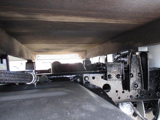 積載量1500kg 4WD リヤダブルタイヤ(11枚目)