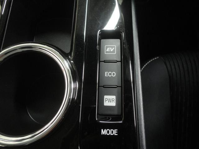 切替可能なドライブモードで、燃費よく走ったり、力強く走ったりドライブが楽しくなりますね♪