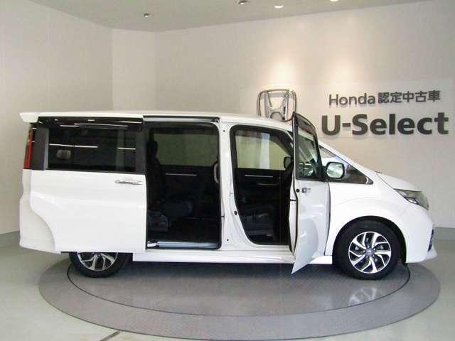 開口部も広く、大型アシストグリップも付いて小さなお子様や年配の方も乗り込みやすい390mmの低いステップ高(FF車)。