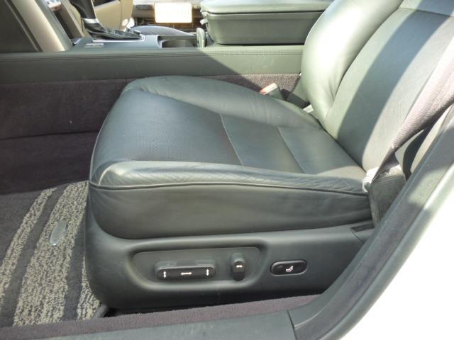 アドバンスパッケージ  レザーシート 4WD(12枚目)