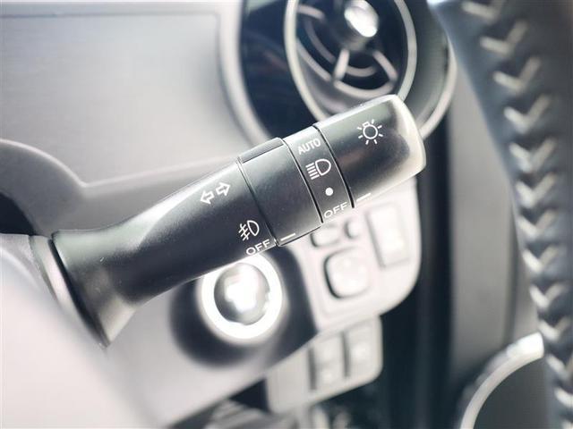 車外の明るさに応じて、自動的にライトの点灯・消灯をしてくれます