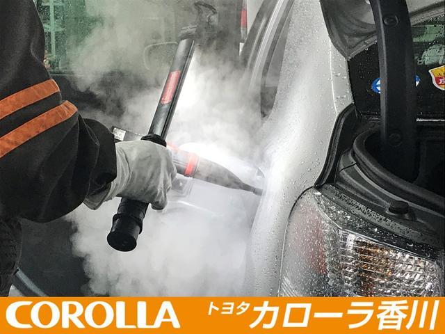 給油口やリアトランクのスペアタイヤスペースまで綺麗に洗浄致します。