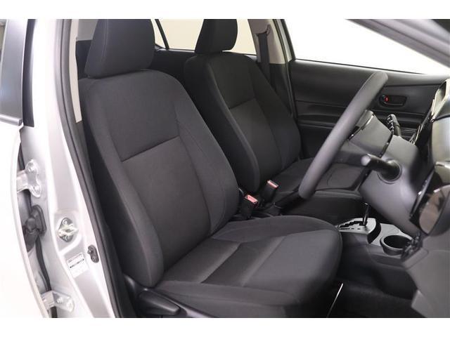 前席は高さ調整式ドライバーズシート。