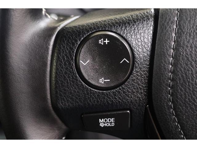 ハンドルの各サイドには、操作しやすいようにスイッチが設置されています。