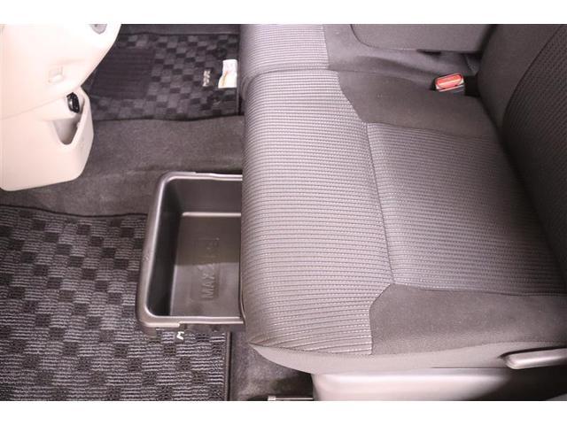 後部座席の下には、収納スペースがあるので靴など入れておくことができます!