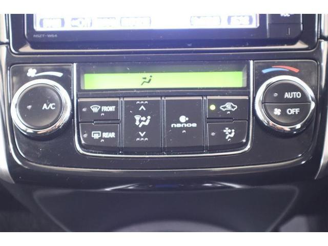 オートエアコンなので車内で快適に過ごせます。