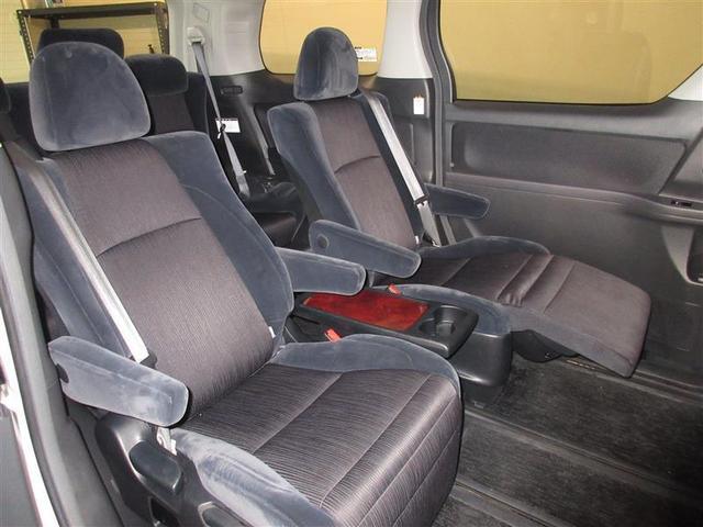 後席はキャプテンシートになっており、室内の広さと相まって長距離ドライブでも快適そのものです。