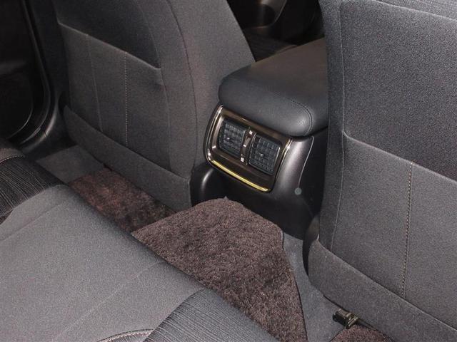 後席の方用のエアコン吹き出し口もあり、快適に過ごしていただけます。