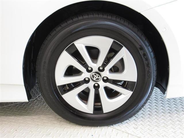純正アルミは精度が高く、走行安定性・デザイン性ともに優れています。