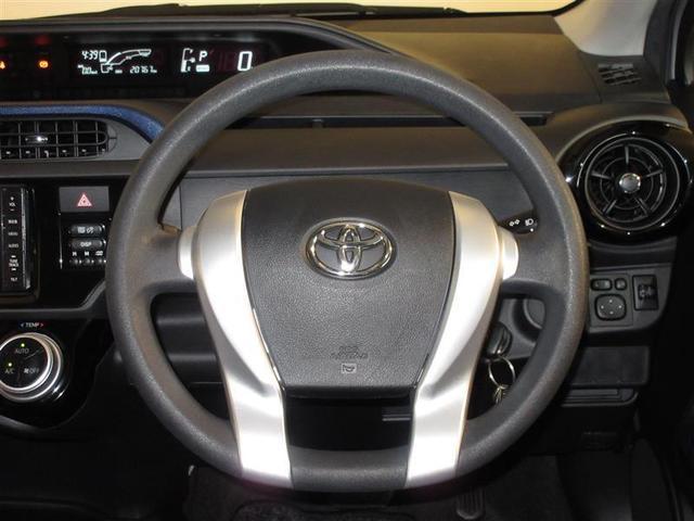 ハンドルは軽やかに回り、気持ちよく運転ができます。