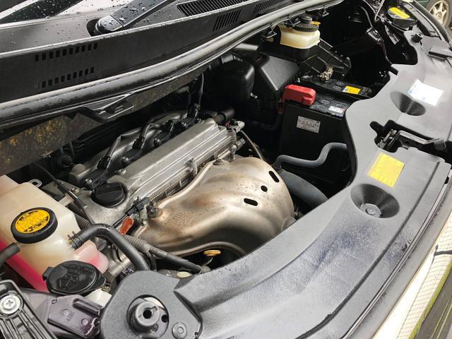オイルや水漏れもなくキレイなエンジンルームです。