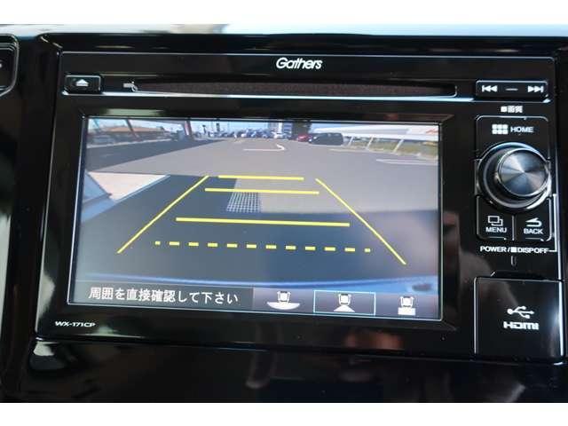 駐車場や車庫入れに便利なリアカメラ付です。