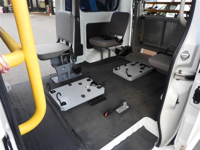 車いす移動車2基積 福祉車両 リアリフト(12枚目)